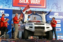 OSCar eO on Silk Way Rally podium (photo: Drive eO)