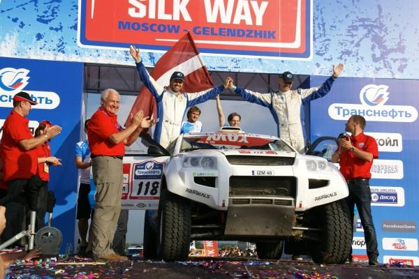 OSCar eO on Silk Way Rally podium (photo: Drive eO)