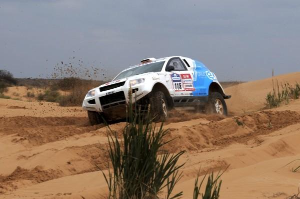 OSCar eO on sandy off-road during Silk Way Rally (photo: Silk Way Rally)